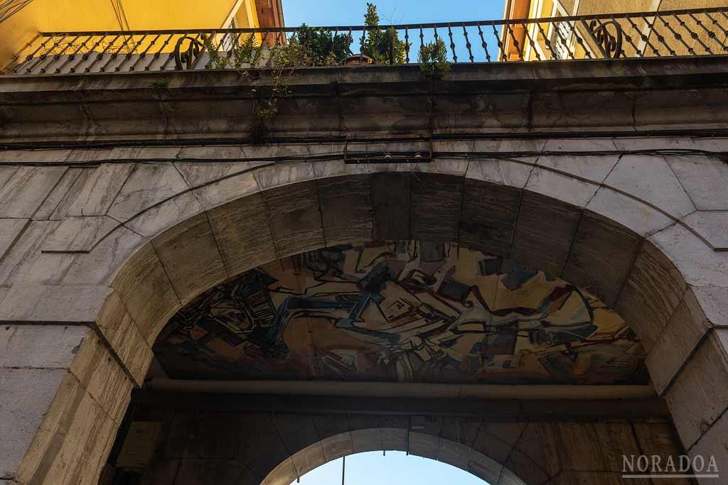 Murales de los soportales de la plaza de Euskal Herria