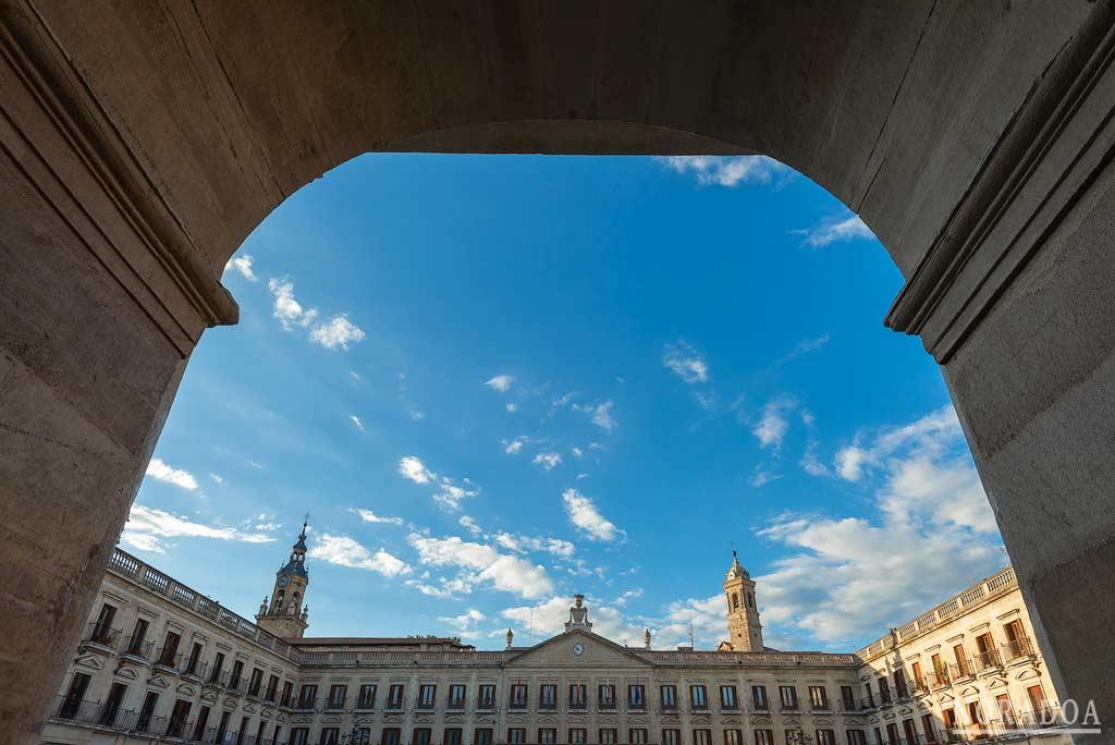 Fachada del Ayuntamiento de Vitoria-Gasteiz, situado en la plaza de España