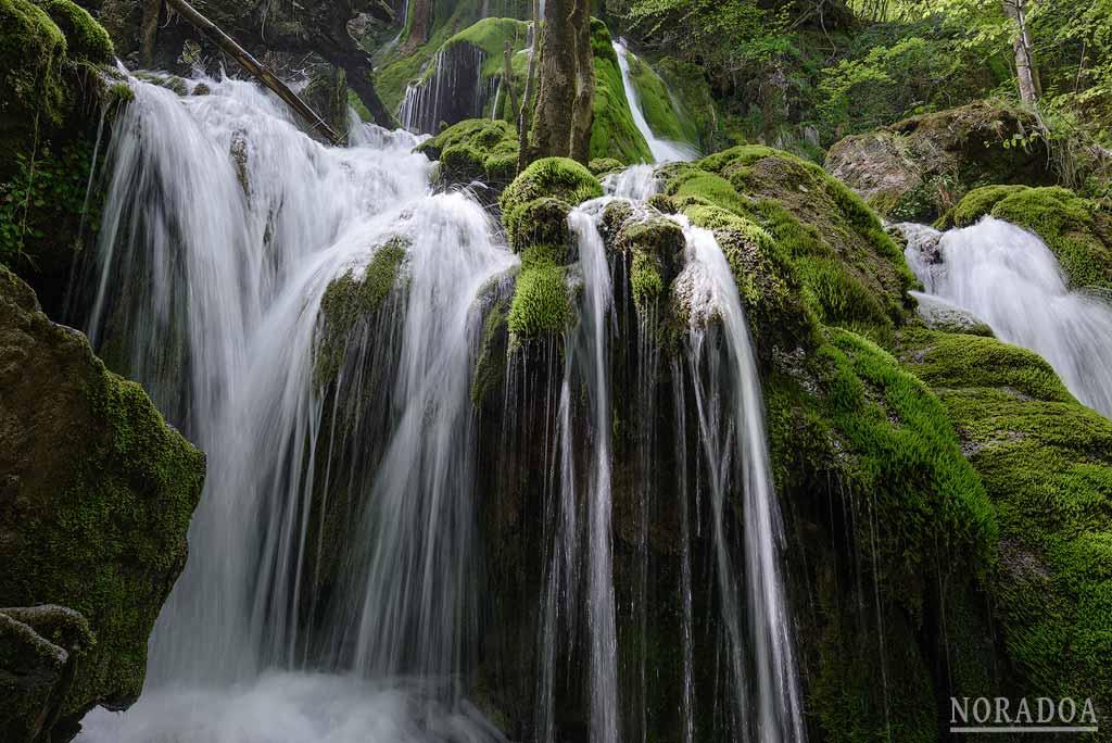 Cascadas de la Tobería en primavera