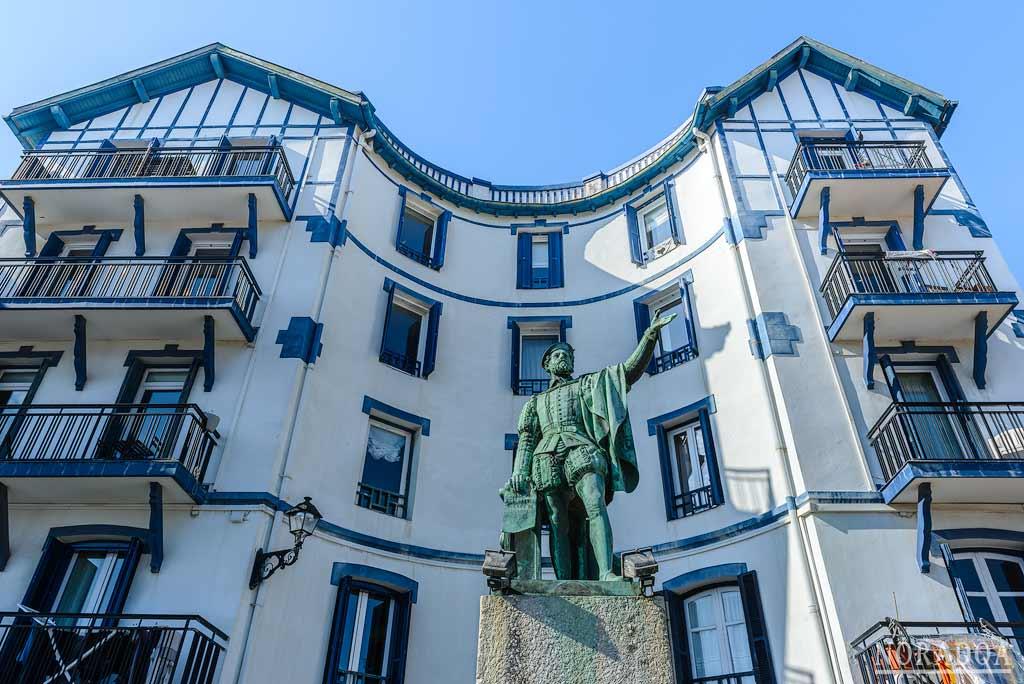 Estatua de Juan Sebastián Elcano, marino nacido en Getaria que completó la primera vuelta al mundo