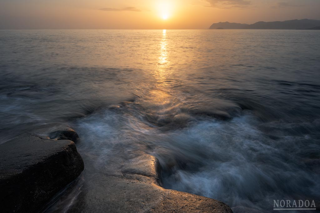 Playa de Arribolas al amanecer