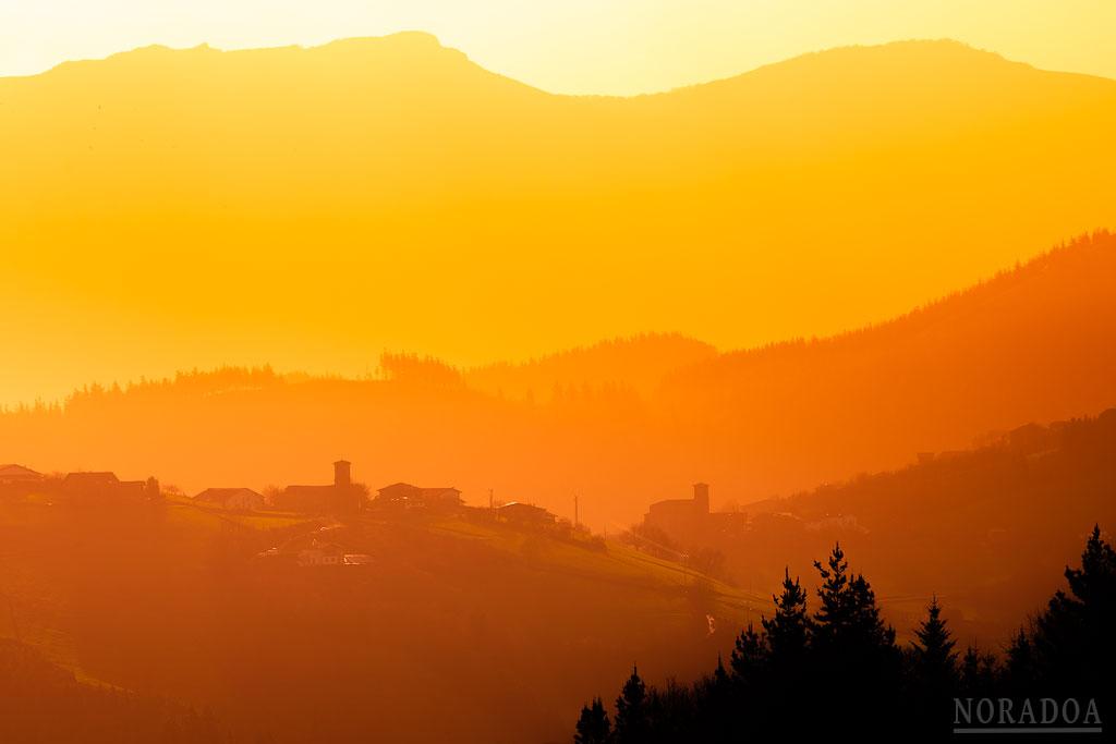 Valle de Aramaio al amanecer