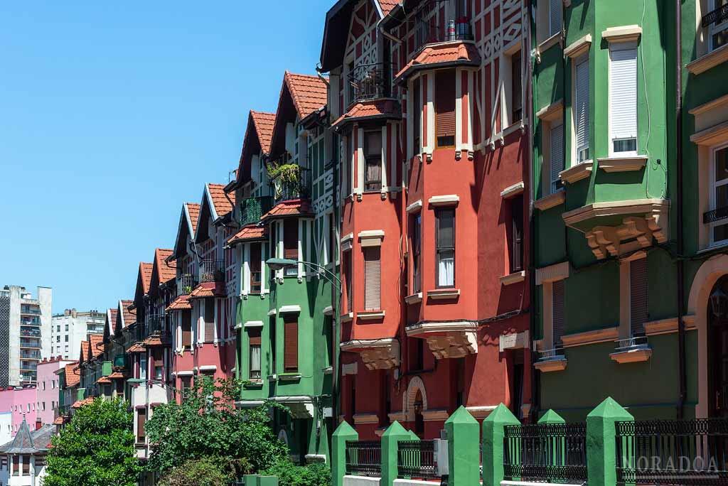 Casas de estilo inglés del barrio de Irala