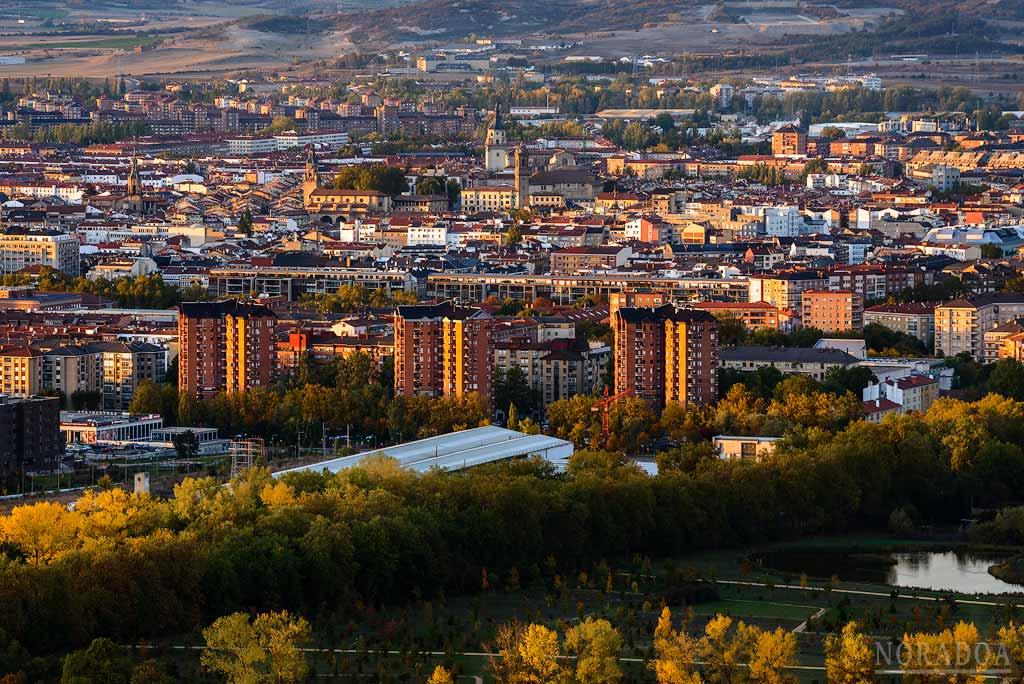Panorámica de Vitoria-Gasteiz desde el monte Olárizu al atardecer