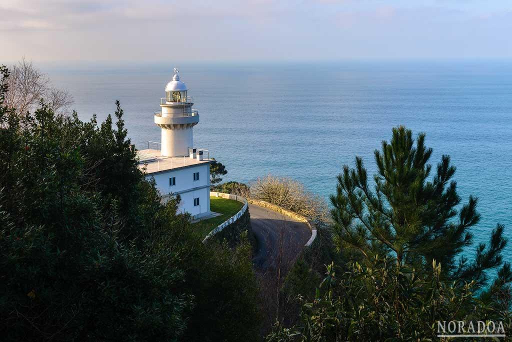 Faro de Igueldo visto desde la carretera