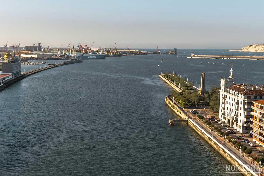 Puerto de Bilbao desde la pasarela peatonal
