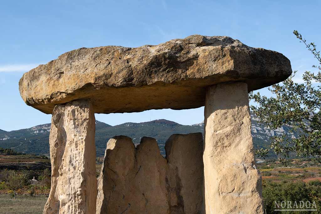 Recreación de un dolmen